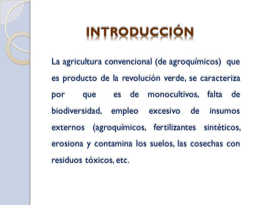 La agricultura convencional (de agroquímicos) que es producto de la revolución verde, se caracteriza por que es de monocultivos, falta de biodiversida