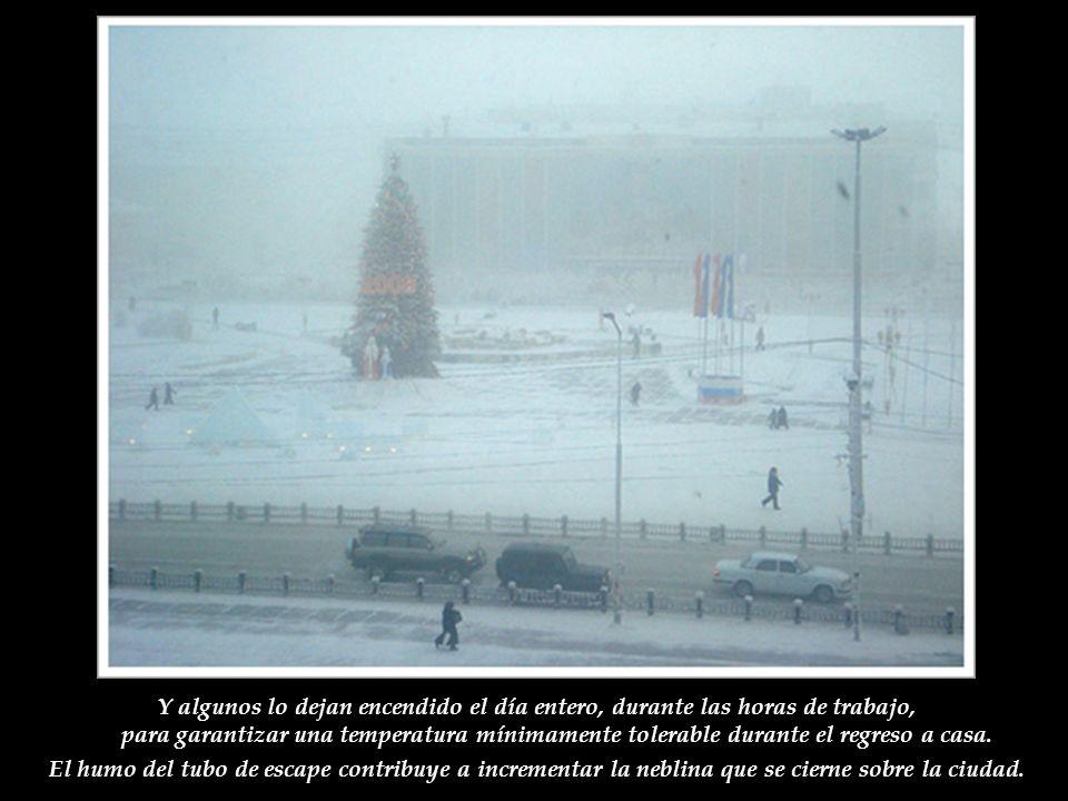 En Yakutsk la mayoría de los carros son importados de Japón, de segunda mano, que aparentemente resisten mejor el frío que los vehículos rusos tradici