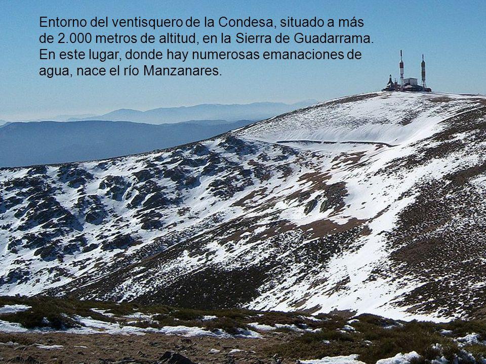 Entorno del ventisquero de la Condesa, situado a más de 2.000 metros de altitud, en la Sierra de Guadarrama.