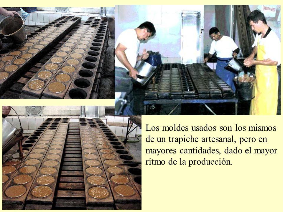 Los moldes usados son los mismos de un trapiche artesanal, pero en mayores cantidades, dado el mayor ritmo de la producción.