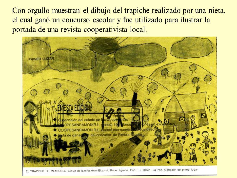 Con orgullo muestran el dibujo del trapiche realizado por una nieta, el cual ganó un concurso escolar y fue utilizado para ilustrar la portada de una revista cooperativista local.