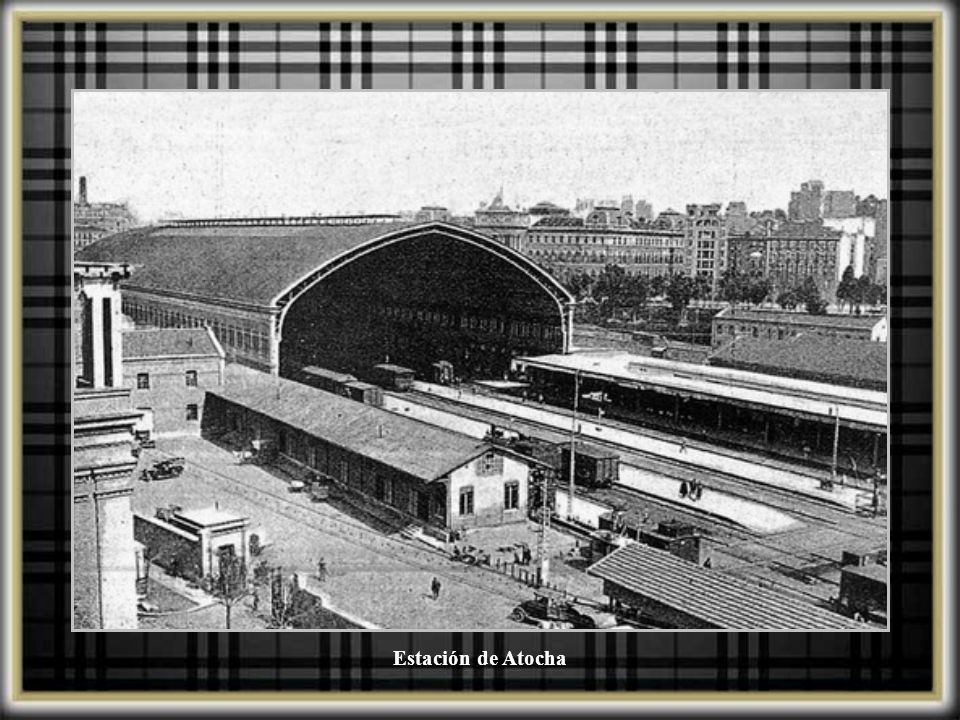 Estación de Atocha, muestra el jardín delante de la estación