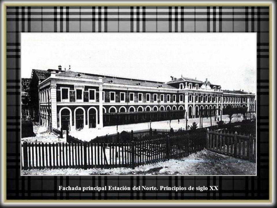 Fachada del edificio con el que se amplió la Estación del Norte, que da a la Cuesta de San Vicente