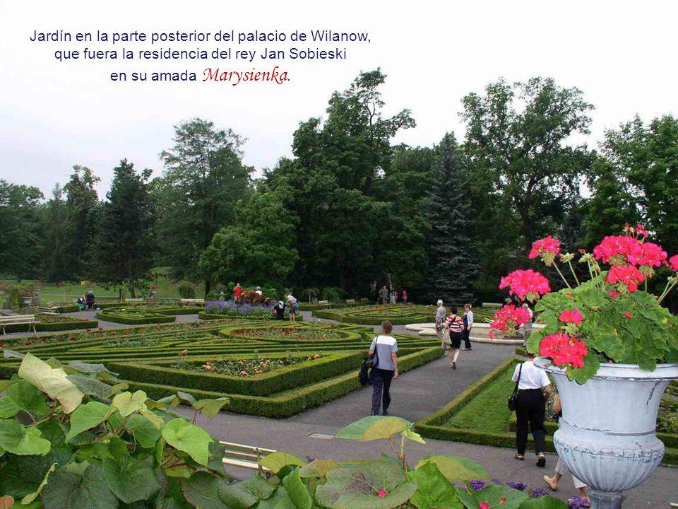 La ciudad antigua de Varsovia fue destruida en un 85 % durante la segunda guerra mundial,.