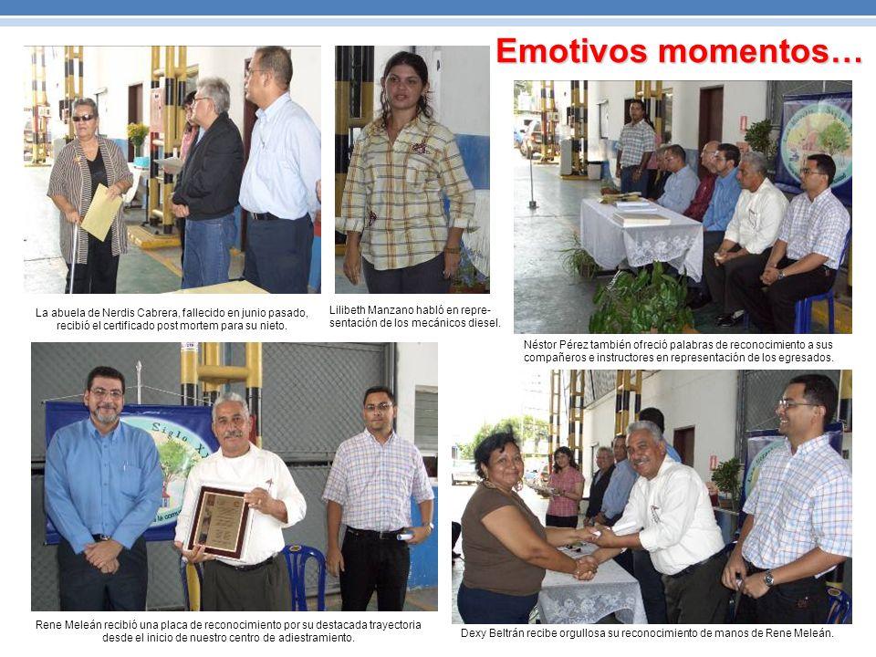 Emotivos momentos… La abuela de Nerdis Cabrera, fallecido en junio pasado, recibió el certificado post mortem para su nieto.