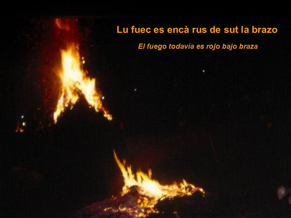 Lu fuec es encà rus de sut la brazo El fuego todavía es rojo bajo braza