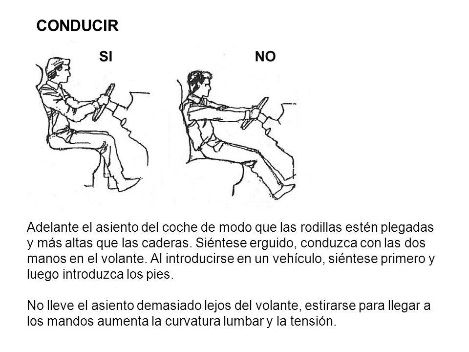 Adelante el asiento del coche de modo que las rodillas estén plegadas y más altas que las caderas. Siéntese erguido, conduzca con las dos manos en el