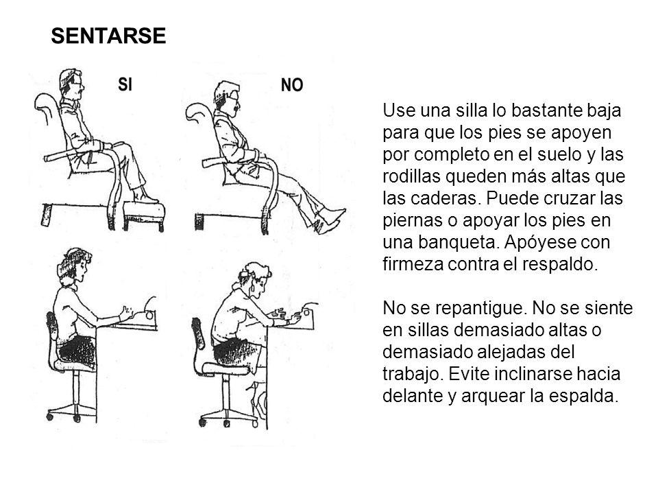 Use una silla lo bastante baja para que los pies se apoyen por completo en el suelo y las rodillas queden más altas que las caderas. Puede cruzar las