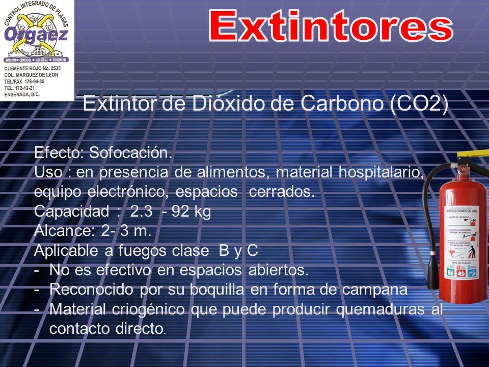 Extintor de Dióxido de Carbono (CO2) Efecto: Sofocación. Uso : en presencia de alimentos, material hospitalario, equipo electrónico, espacios cerrados