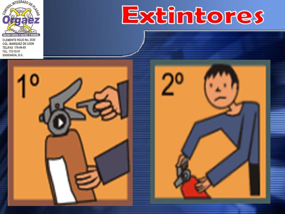 TIRE DEL PASADOR DE SEGURIDAD: ESTO HACE QUE LA PALANCA DE FUNCIONAMIENTO PUEDA MOVERSE Y LE PERMITE ACCIONAR EL EXTINTOR. ALGUNOS EXTINTORES TIENEN M