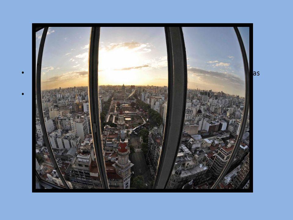 El Palacio Barolo fue el primer edificio de hormigón armado y el mas alto de Buenos Aires hasta la construcción del Kavanagh (1935) En 1997 se declaro