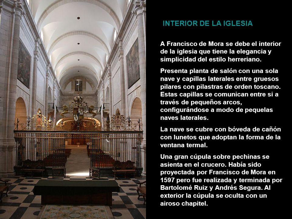 La cabecera de la iglesia presenta un ábside poligonal, con contrafuertes que se adornan en los paños inferiores con nichos e imágenes de santos muy e