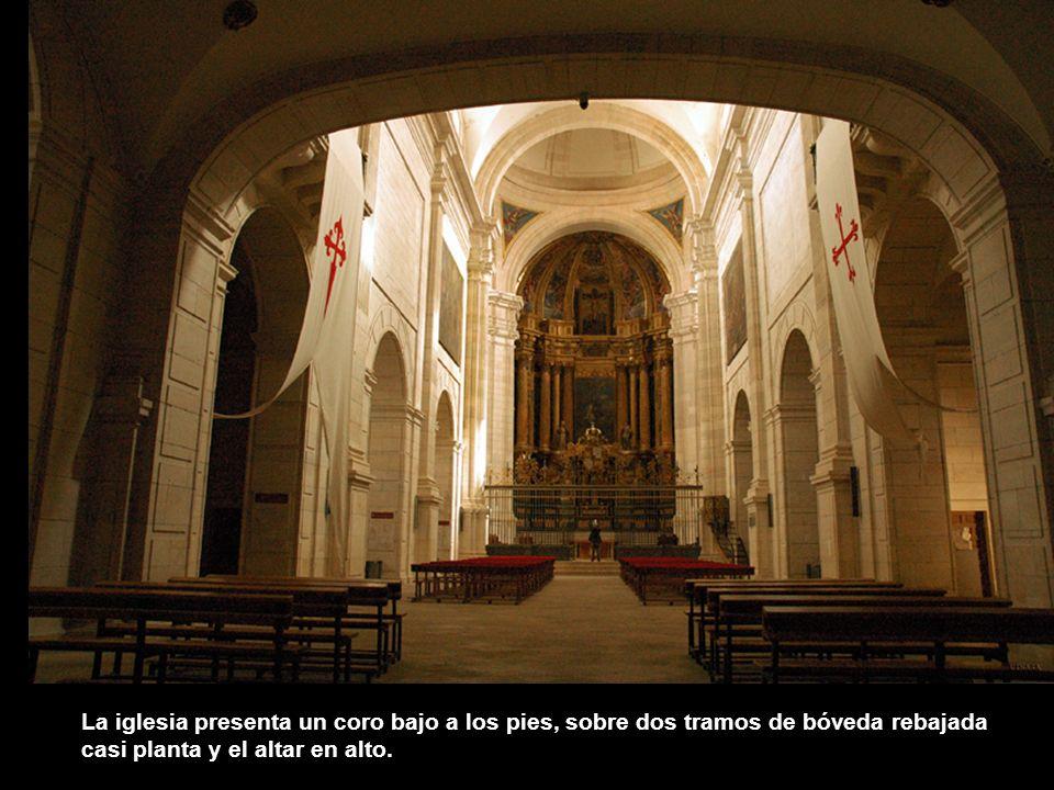 A Francisco de Mora se debe el interior de la iglesia que tiene la elegancia y simplicidad del estilo herreriano. Presenta planta de salón con una sol