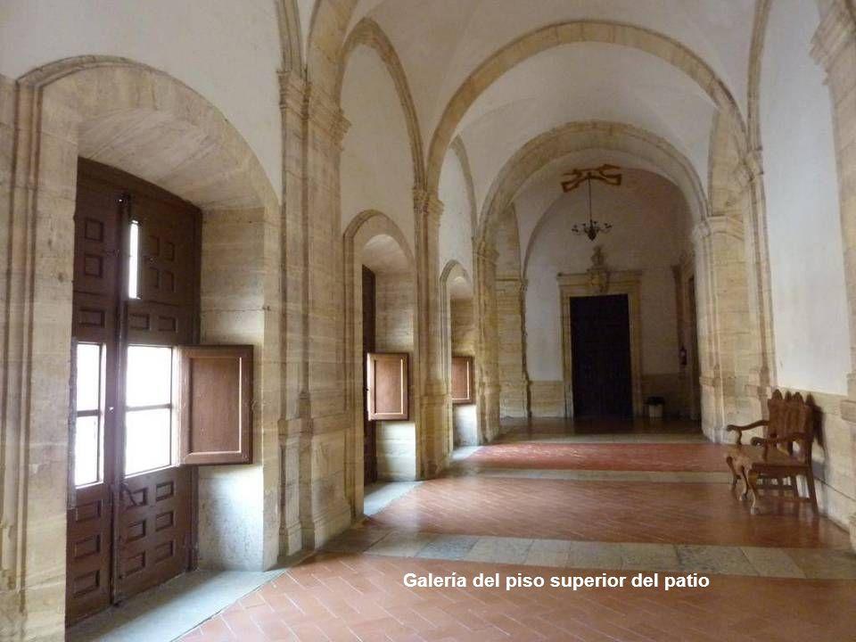 Balcones del segundo cuerpo del patio, entre los basamentos de las columnas adosadas. Todo fue diseñado y construido por Pedro de Lizargárate entre 16