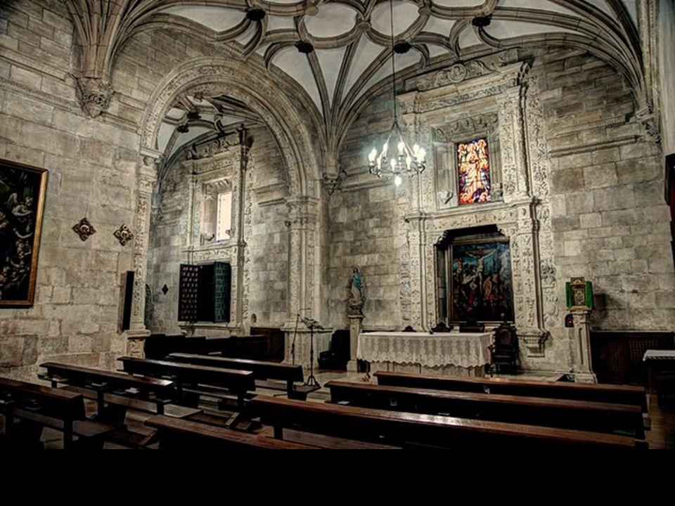 LA SACRISTIA Gaspar de Vega trazó la sacristía con planta en forma de L, en tres tramos con bóvedas estrelladas góticas de perfil muy plano. La sacris