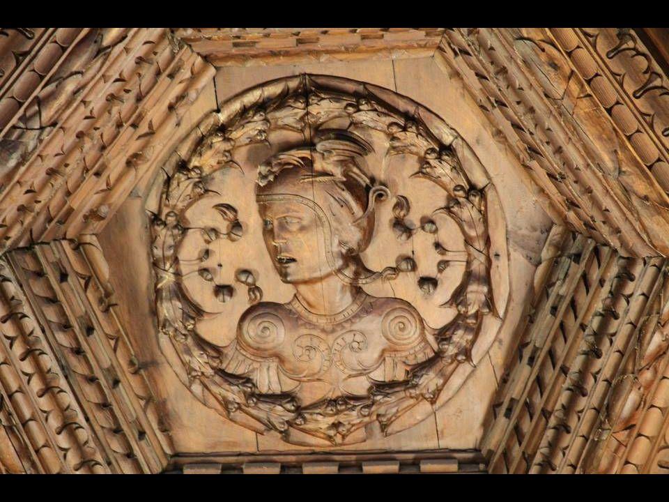 EL REFRECTORIO El refrectorio fue la antigua sala capitular del monasterio. Su artesonado, en madera de nogal en su color, es una maravillosa labor de