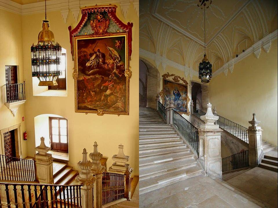 LA ESCALERA La escalera principal, que en su segundo cuerpo se divide en dos brazos, es notable por la estereotomía de las piedras de los arcos que da
