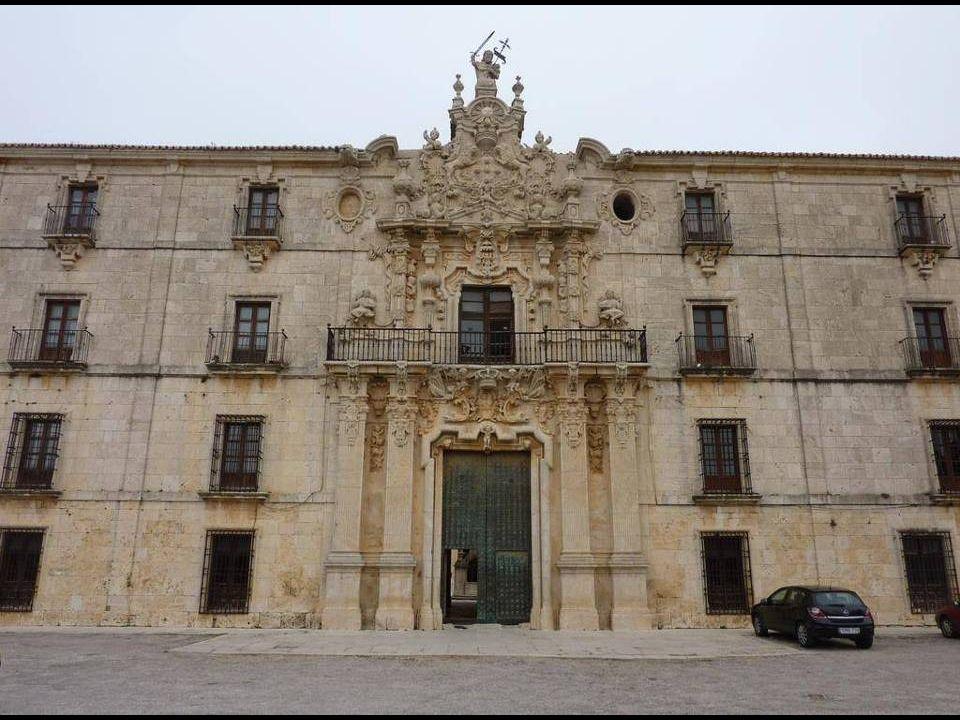 La construcción del actual monasterio e iglesia data de los siglos XVI, XVII y XVIII en estilos Renacimiento y Barroco. Las obras se iniciaron en 1529