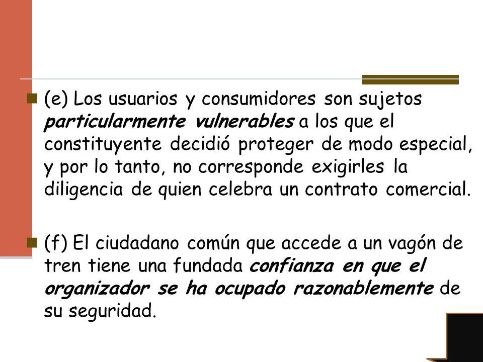 (e) Los usuarios y consumidores son sujetos particularmente vulnerables a los que el constituyente decidió proteger de modo especial, y por lo tanto,