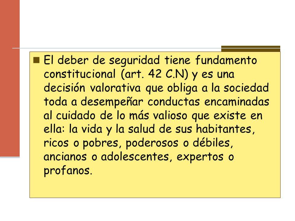 El deber de seguridad tiene fundamento constitucional (art. 42 C.N) y es una decisión valorativa que obliga a la sociedad toda a desempeñar conductas
