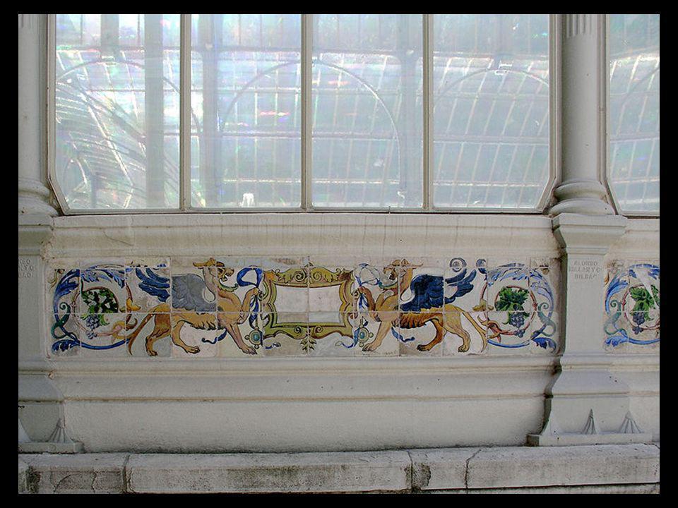 Por último, destaca también la decoración de azulejos realizada por Daniel Zuloaga.