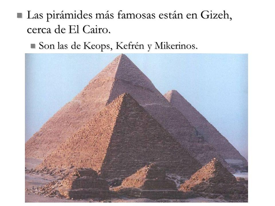 Las pirámides más famosas están en Gizeh, cerca de El Cairo. Las pirámides más famosas están en Gizeh, cerca de El Cairo. Son las de Keops, Kefrén y M