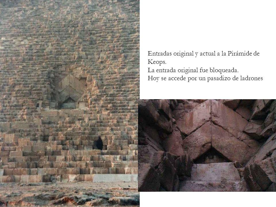 Entradas original y actual a la Pirámide de Keops. La entrada original fue bloqueada. Hoy se accede por un pasadizo de ladrones