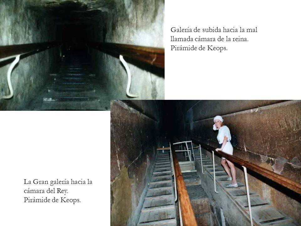 Galería de subida hacia la mal llamada cámara de la reina. Pirámide de Keops. La Gran galería hacia la cámara del Rey. Pirámide de Keops.