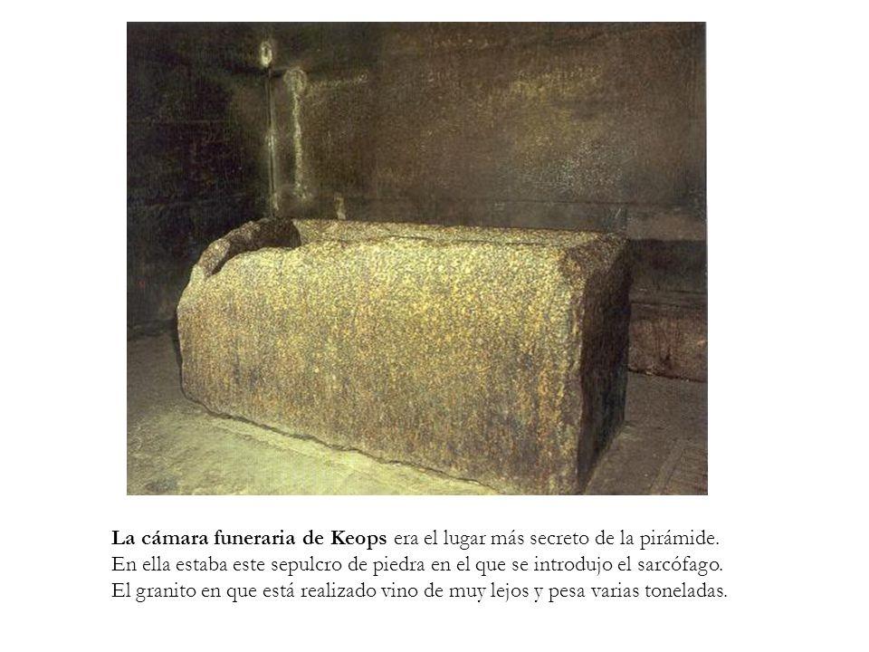 La cámara funeraria de Keops era el lugar más secreto de la pirámide. En ella estaba este sepulcro de piedra en el que se introdujo el sarcófago. El g