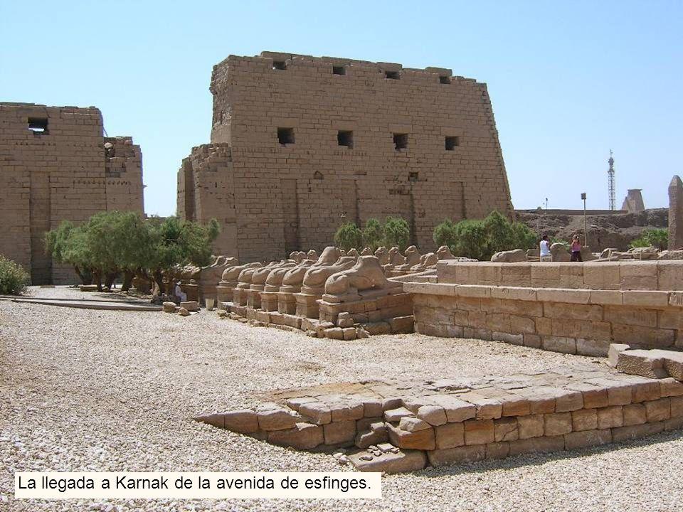 La llegada a Karnak de la avenida de esfinges.