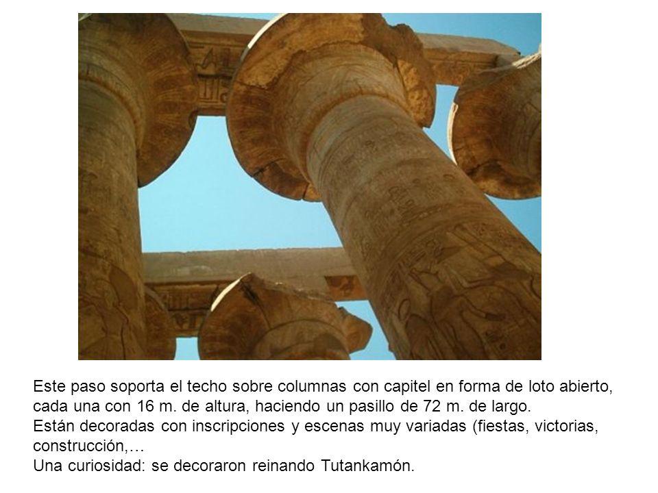 Este paso soporta el techo sobre columnas con capitel en forma de loto abierto, cada una con 16 m. de altura, haciendo un pasillo de 72 m. de largo. E
