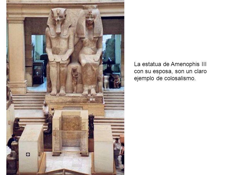 La estatua de Amenophis III con su esposa, son un claro ejemplo de colosalismo.
