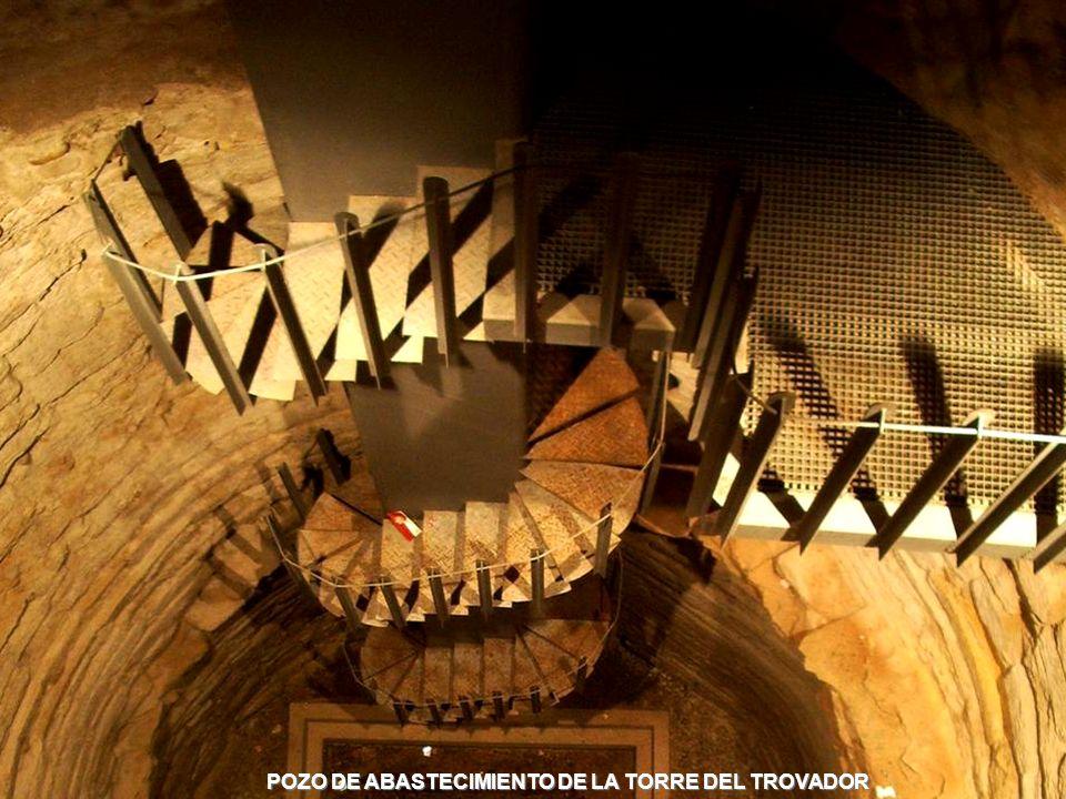 www.vitanoblepowerpoints.net LA PRIMERA PLANTA CONSERVA LA ESTRUCTURA CONSTRUCTIVA DEL S. IX, QUE ALBERGA DOS NAVES Y SEIS TRAMOS SEPARADOS MEDIANTE D