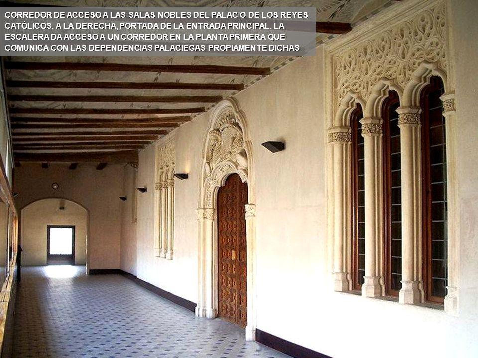 www.vitanoblepowerpoints.net ESCALINATA DEL PALACIO DE LOS REYES CATÓLICOS, EN LA QUE DESTACAN EL ARTESONADO DEL TECHO Y LAS VENTANAS EN ARCO DE MEDIO