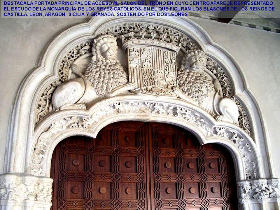 www.vitanoblepowerpoints.net CORREDOR DE ACCESO A LAS SALAS NOBLES DEL PALACIO DE LOS REYES CATÓLICOS. A LA DERECHA, PORTADA DE LA ENTRADA PRINCIPAL.
