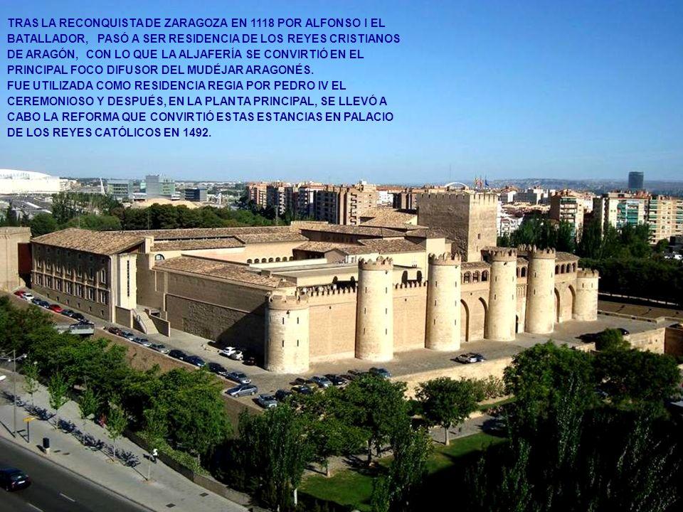 www.vitanoblepowerpoints.net DESTACA LA PORTADA PRINCIPAL DE ACCESO AL SALÓN DEL TRONO EN CUYO CENTRO APARECE REPRESENTADO EL ESCUDO DE LA MONARQUÍA DE LOS REYES CATÓLICOS, EN EL QUE FIGURAN LOS BLASONES DE LOS REINOS DE CASTILLA, LEÓN, ARAGÓN, SICILIA Y GRANADA, SOSTENIDO POR DOS LEONES