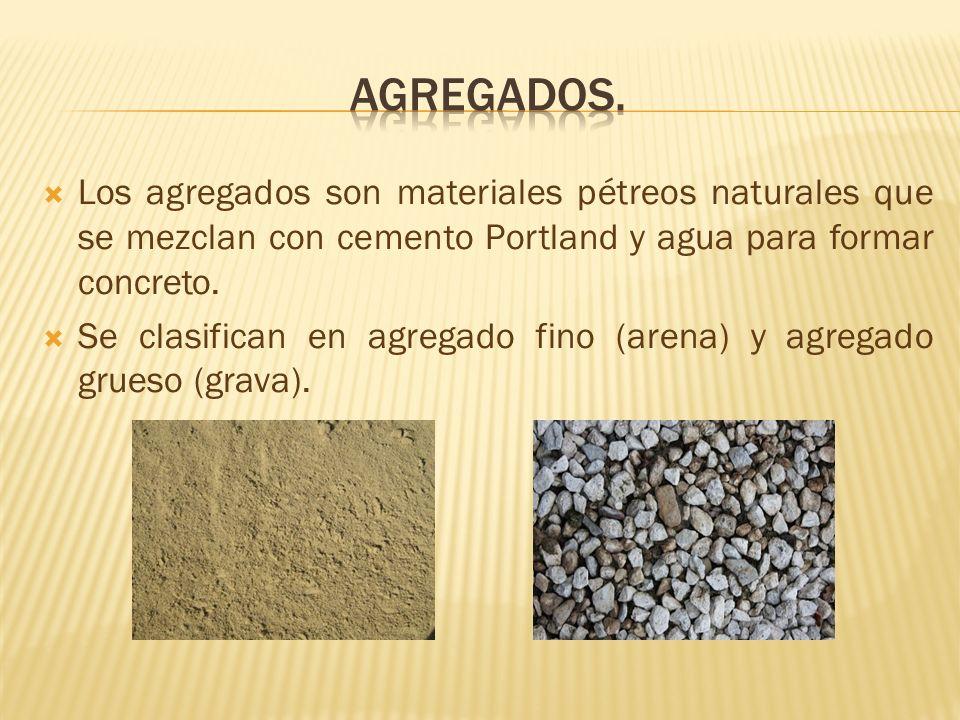 Los agregados son materiales pétreos naturales que se mezclan con cemento Portland y agua para formar concreto. Se clasifican en agregado fino (arena)