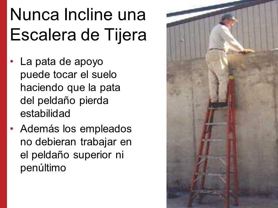 Cómo Trepar Correctamente por una Escalera Use ambas manos para subirse a la escalera Siempre colóquese de frente a la escalera ya sea cuando suba, baje o esté trabajando.