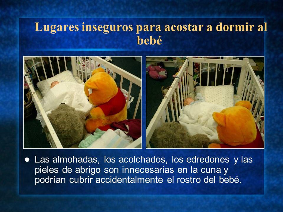 Lugares inseguros para acostar a dormir al bebé Las almohadas, los acolchados, los edredones y las pieles de abrigo son innecesarias en la cuna y podr