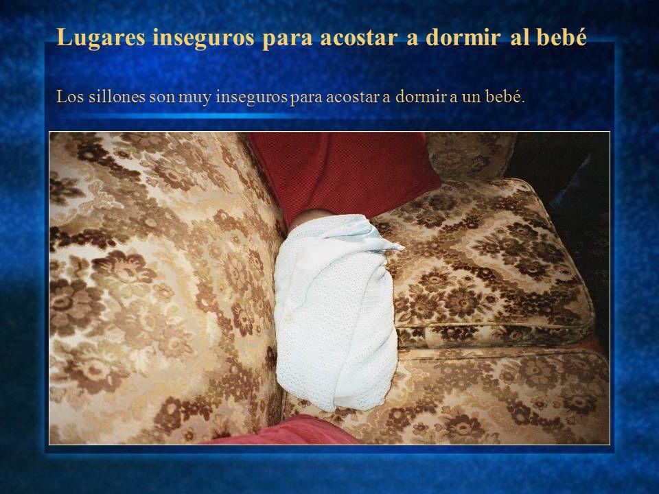 Lugares inseguros para acostar a dormir al bebé Dejar al bebé sin supervisión de un adulto mientras duerme en una cama de adultos aumenta las posibilidades de sufrir una muerte súbita.