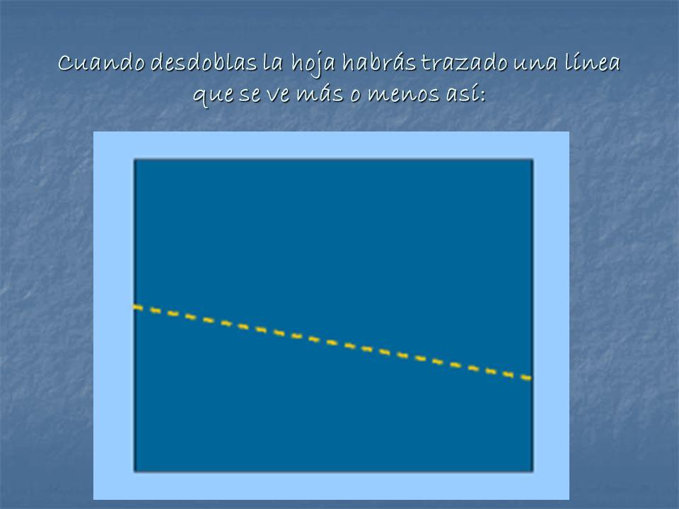 Cuando desdoblas la hoja habrás trazado una línea que se ve más o menos así: