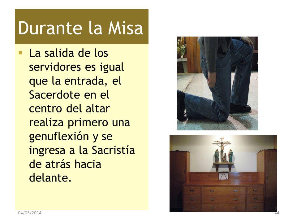 Durante la Misa La salida de los servidores es igual que la entrada, el Sacerdote en el centro del altar realiza primero una genuflexión y se ingresa
