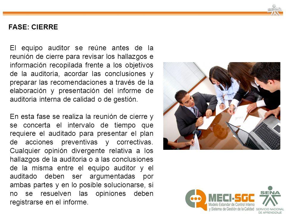 El equipo auditor se reúne antes de la reunión de cierre para revisar los hallazgos e información recopilada frente a los objetivos de la auditoria, a