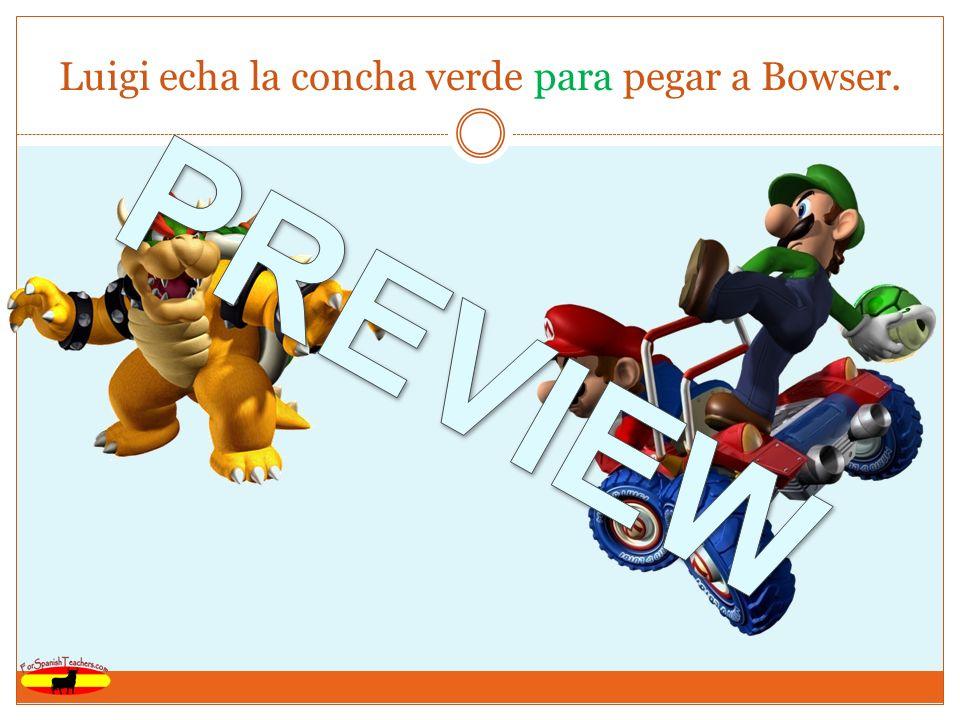 Luigi echa la concha verde para pegar a Bowser.