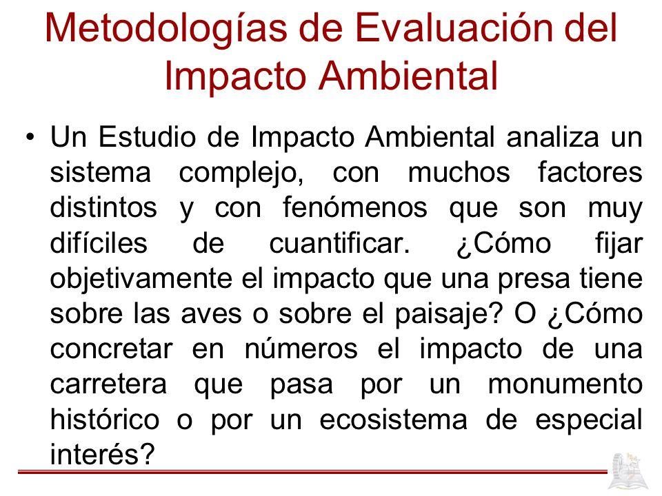 Metodologías de Evaluación del Impacto Ambiental Un Estudio de Impacto Ambiental analiza un sistema complejo, con muchos factores distintos y con fenó
