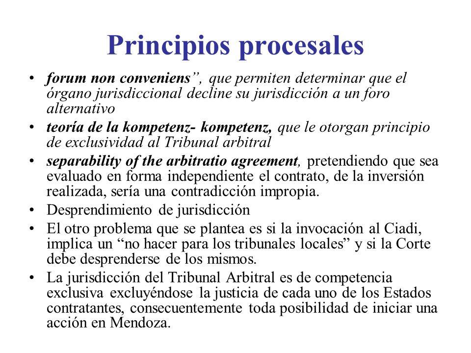 Principios procesales forum non conveniens, que permiten determinar que el órgano jurisdiccional decline su jurisdicción a un foro alternativo teoría