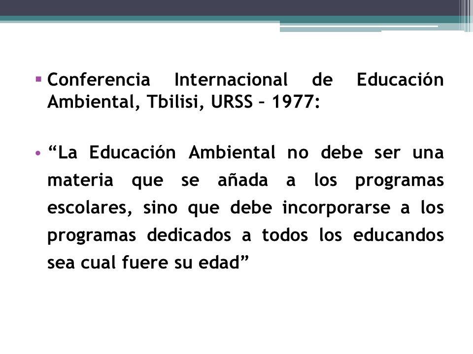 Conferencia Internacional de Educación Ambiental, Tbilisi, URSS – 1977: La Educación Ambiental no debe ser una materia que se añada a los programas escolares, sino que debe incorporarse a los programas dedicados a todos los educandos sea cual fuere su edad