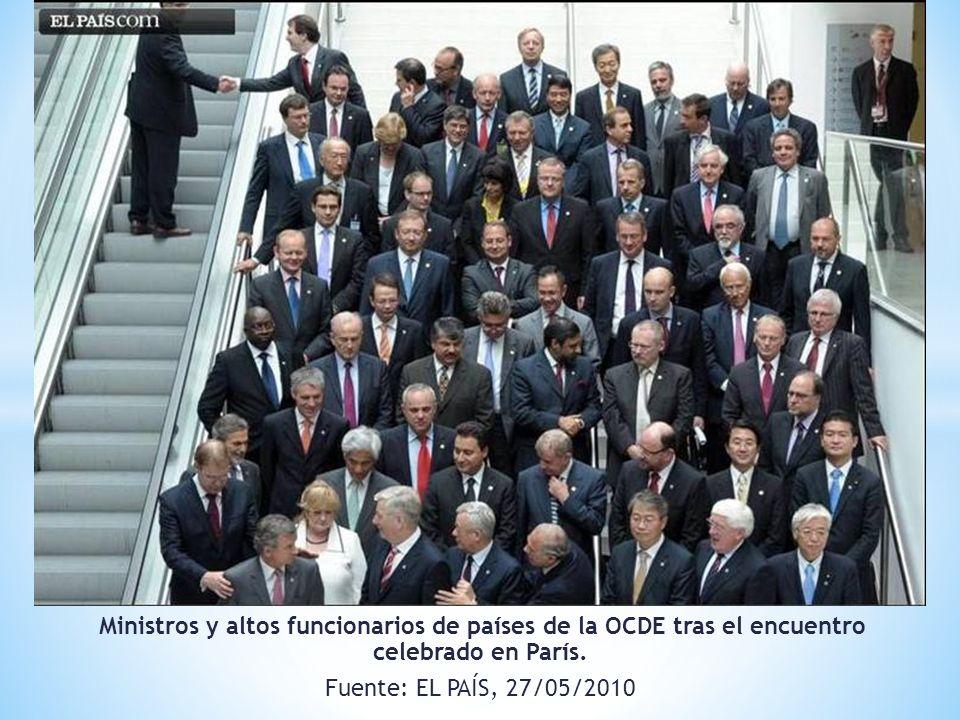 Ministros y altos funcionarios de países de la OCDE tras el encuentro celebrado en París. Fuente: EL PAÍS, 27/05/2010