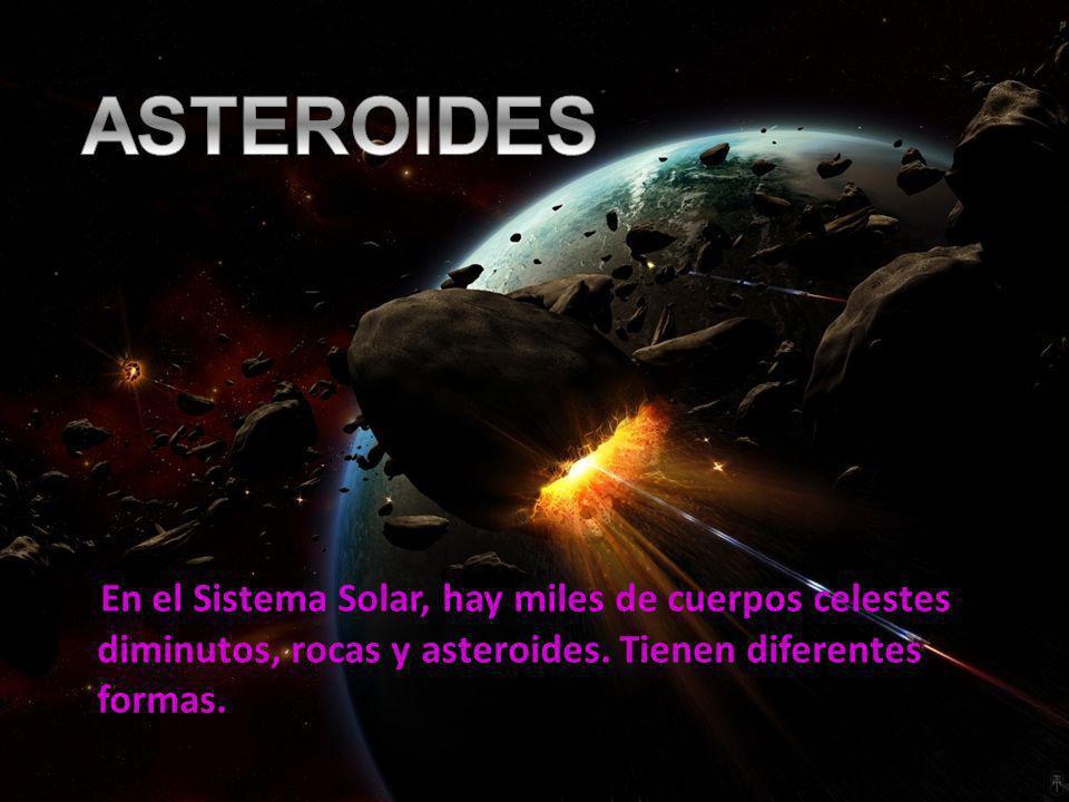 En el Sistema Solar, hay miles de cuerpos celestes diminutos, rocas y asteroides. Tienen diferentes formas.