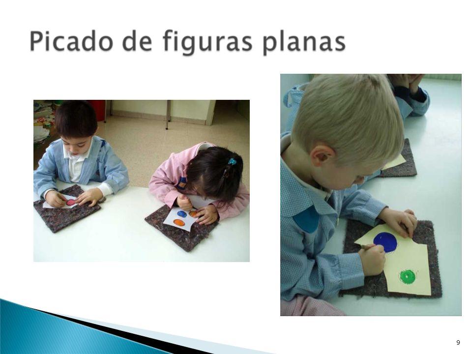 Hoja de trabajo : Ficha de planificación para la aplicación de una actividad geométrica en el aula NIVEL: 5años CONTENIDOS MATEMÁTICOS: Líneas rectas y curvas Superficies abiertas y cerradas Cuerpos con todas las caras planas (poliedros), con todas las caras curvas (esferas) y con caras planas y curvas (conos y cilindros) FORMA DE APLICACIÓN: En pequeño grupo (rincones) y gran grupo (asamblea) PLANTEAMIENTO DE LA ACTIVIDAD: Actividades Previas: Manipulación: cuerdas, reglas y cuerpos geométricos de diferentes materiales y tamaños Clasificación de los objetos según el criterio: cuerpos con todas las caras planas (poliedros), con todas las caras curvas (esferas) y con caras planas y curvas (conos y cilindros).